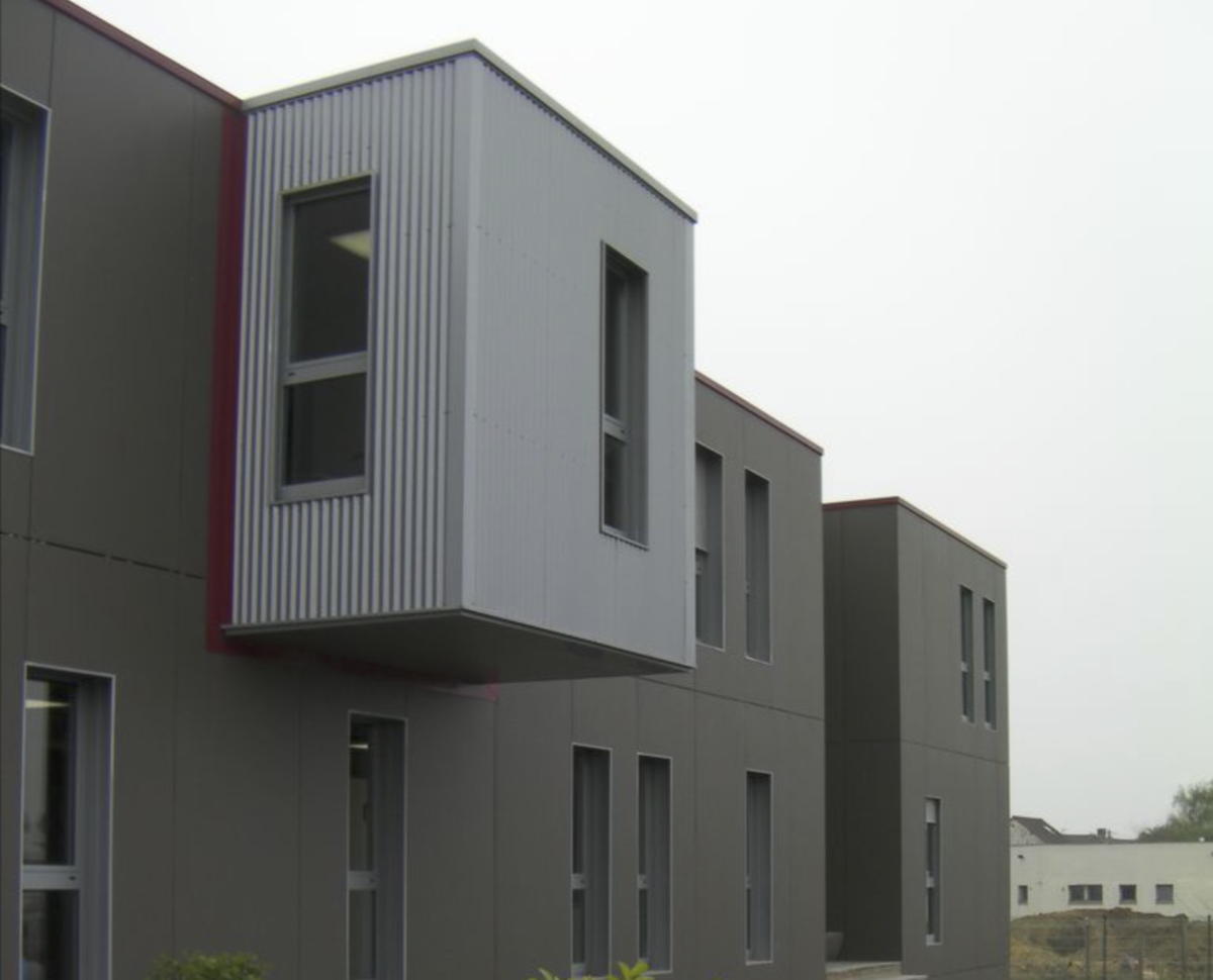 Exemple de modularité architecturale d'un bâtiment modulaire.